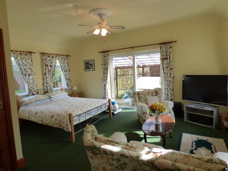 Annex living area/bedroom